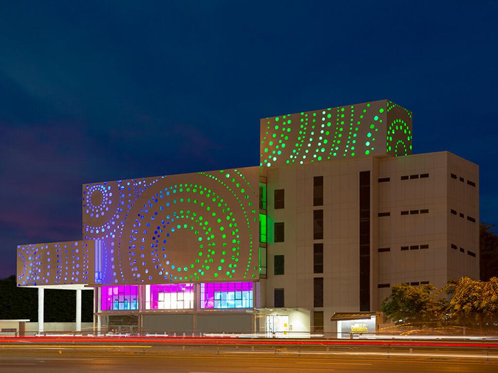 The LANTERN Building, Façade