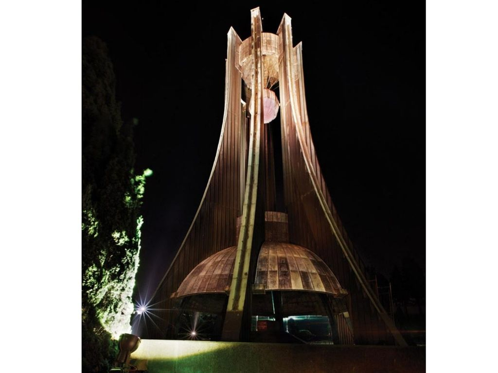 Turgut Özal Anıtı