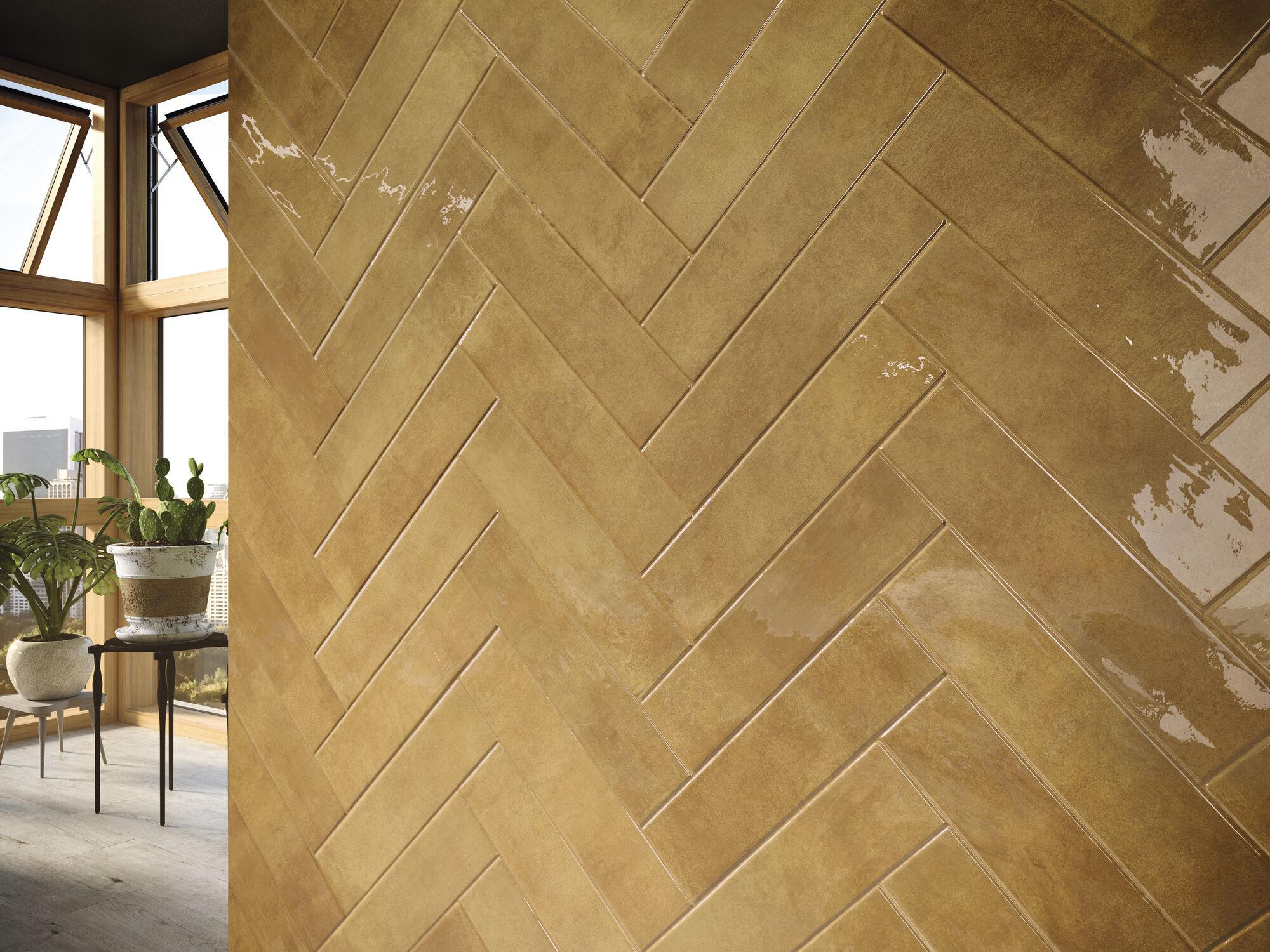 Gemstone Gold 7,5x30 cm. Wooden Maple 20x114 cm.