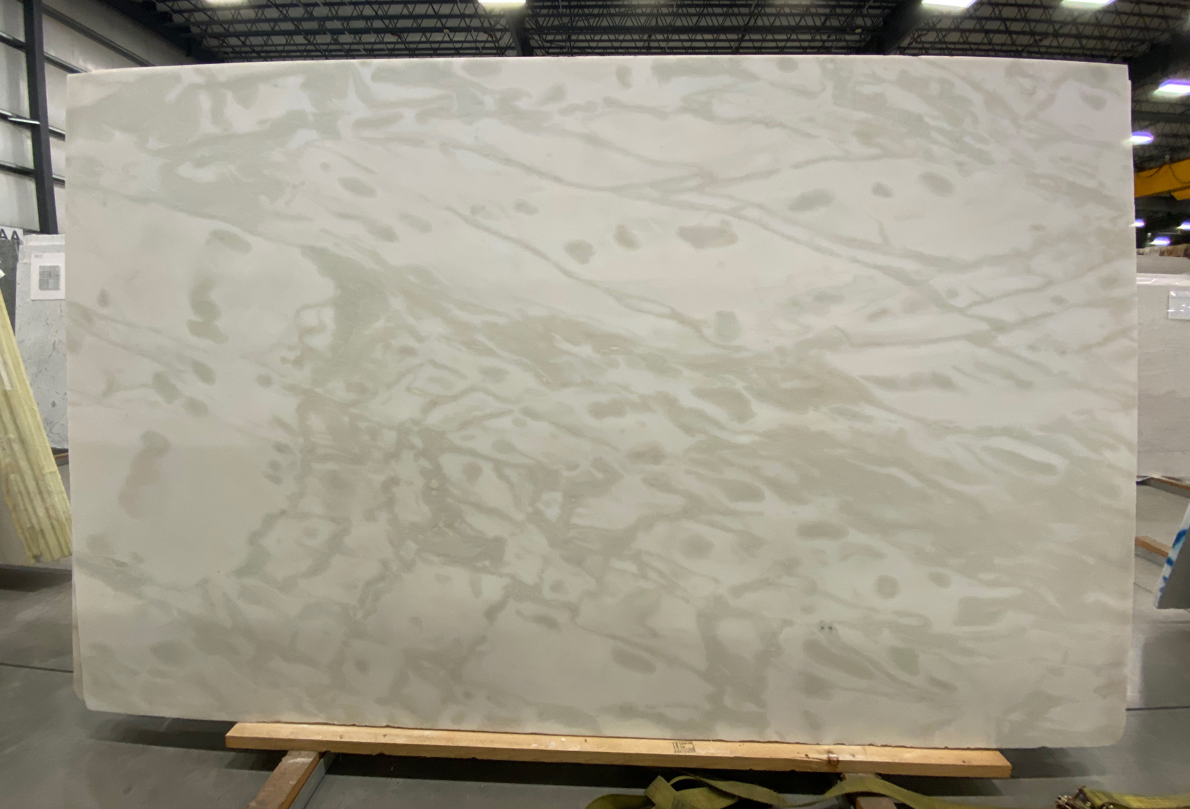 Mystery White (H) 1-1/4'' Size: 109''x 67'' Lot: 16122