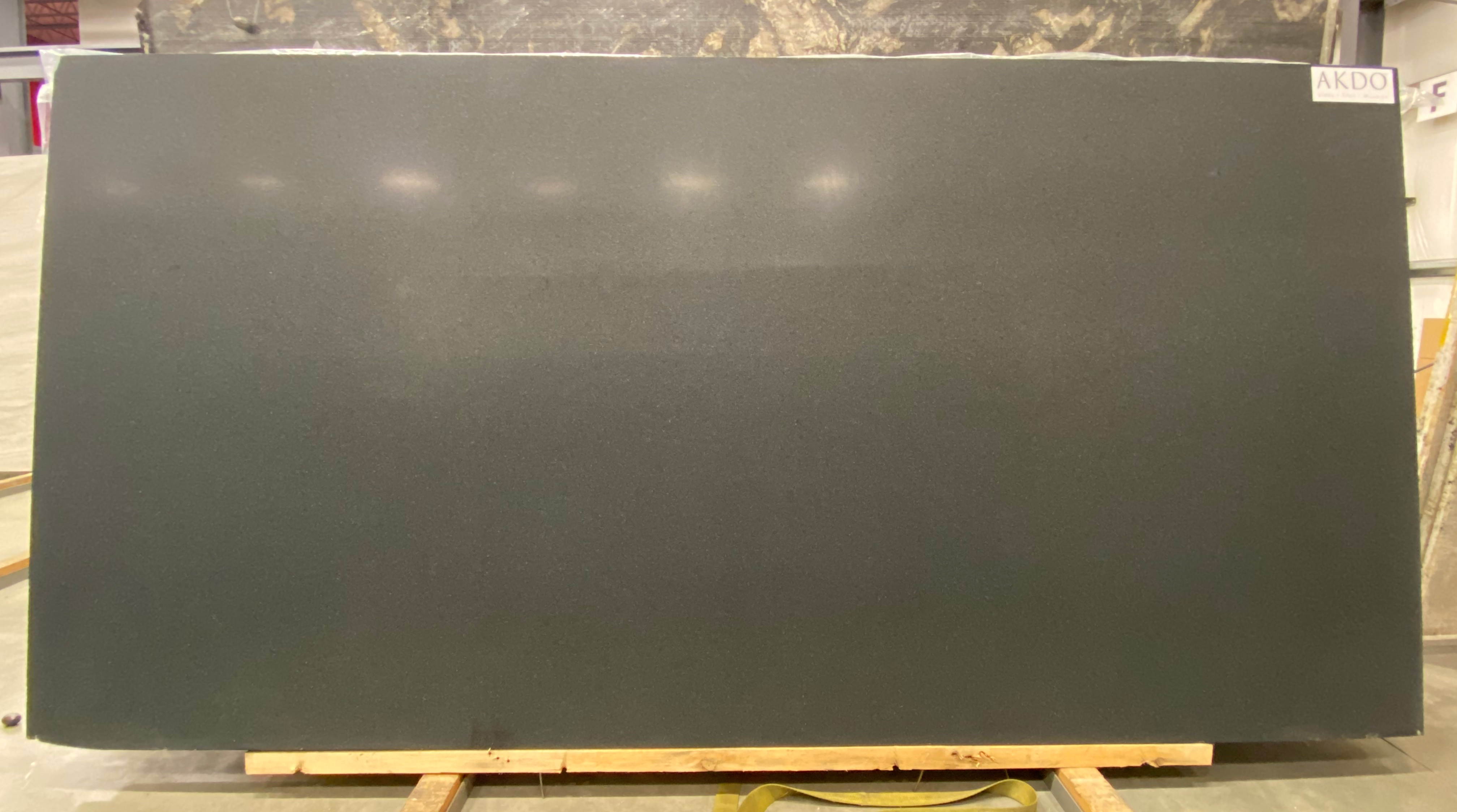 Absolute Black India (H) 1-1/4'' Size: 123'' x 60'' Lot: 20039