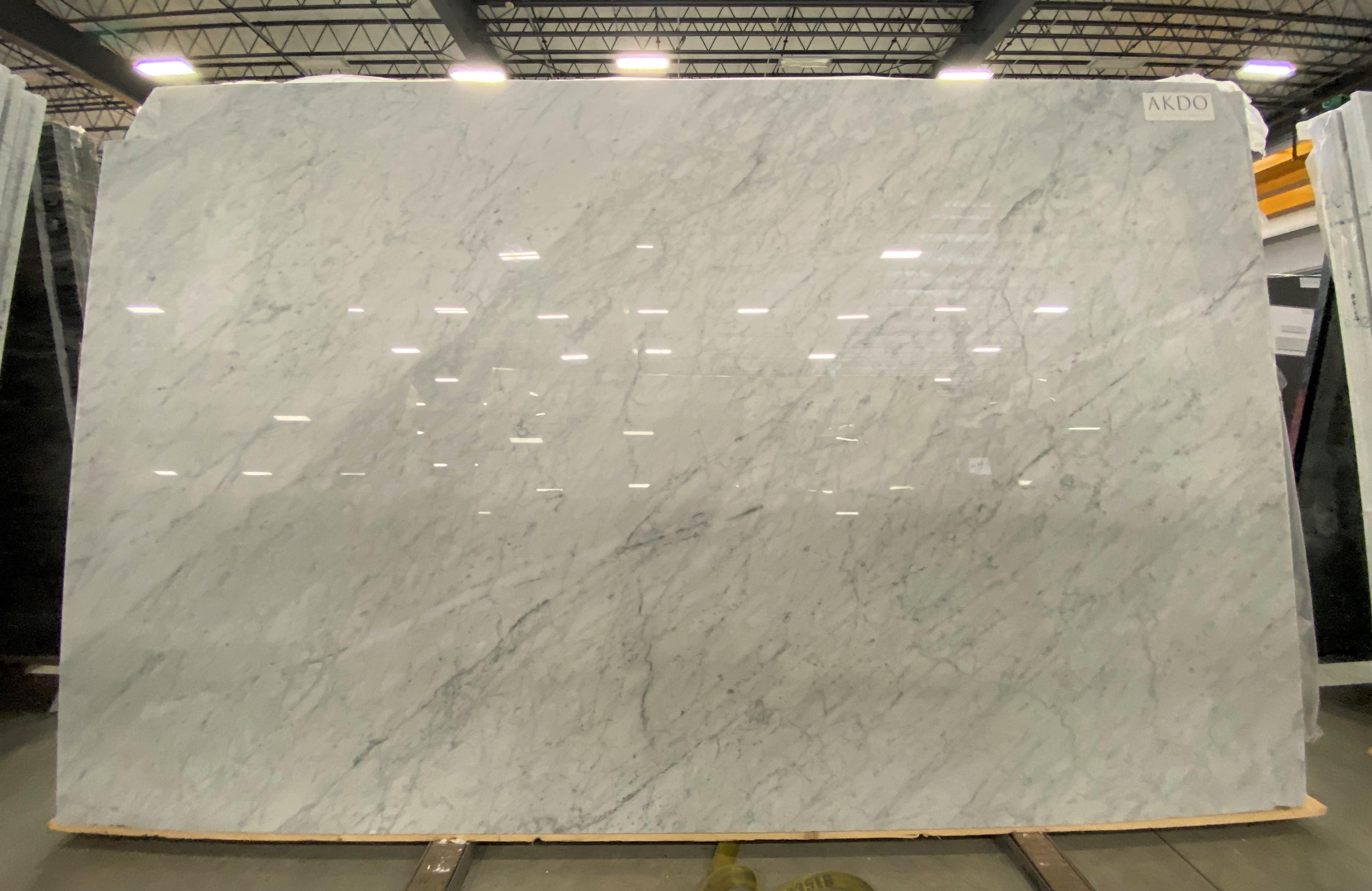 Carrara C Premium (P) 3/4'' Size: 122'' x 75'' Lot: 19092