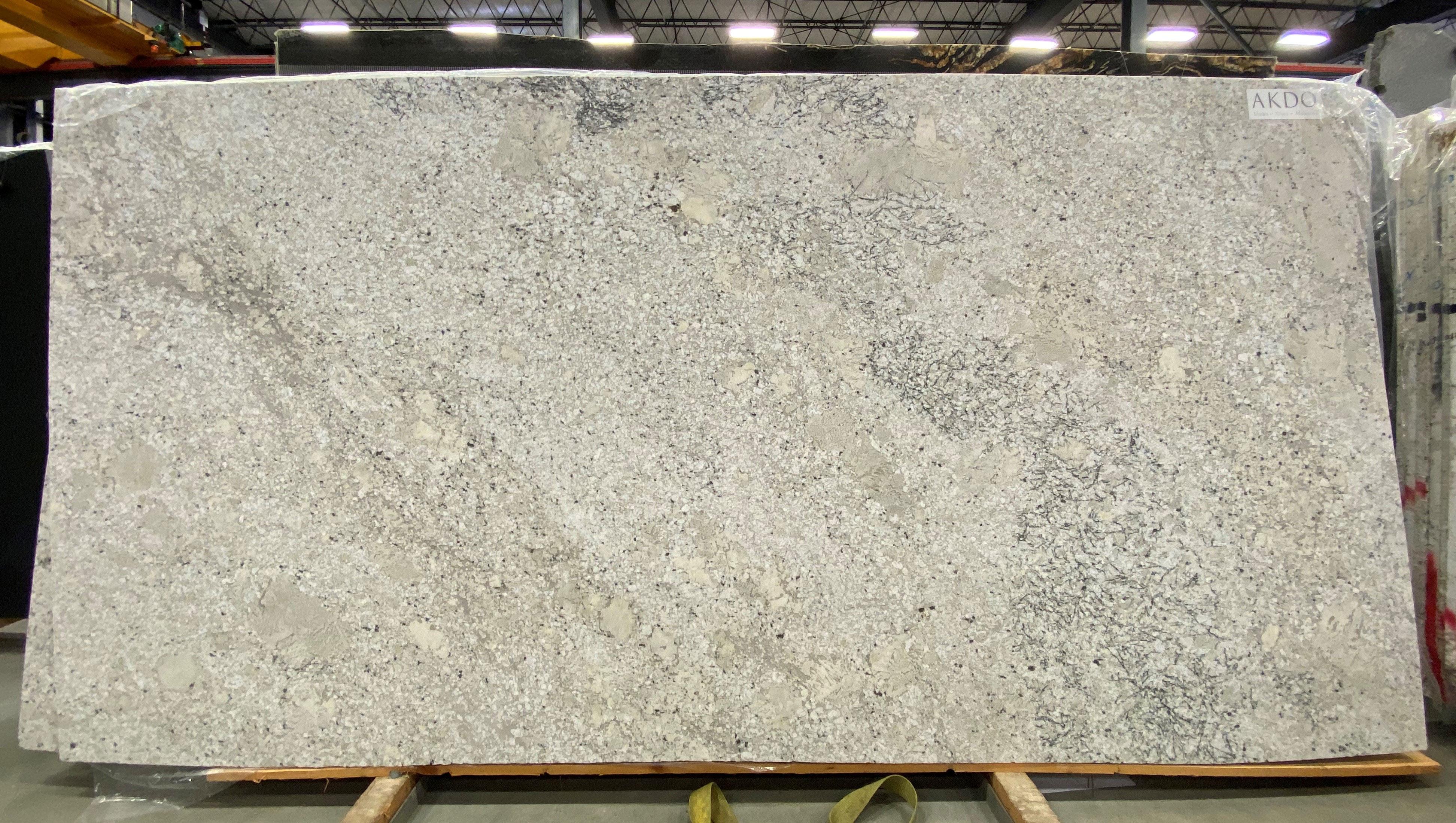Fantastic White (V) 1-1/4'' Size: 130'' x 66'' Lot: 20048