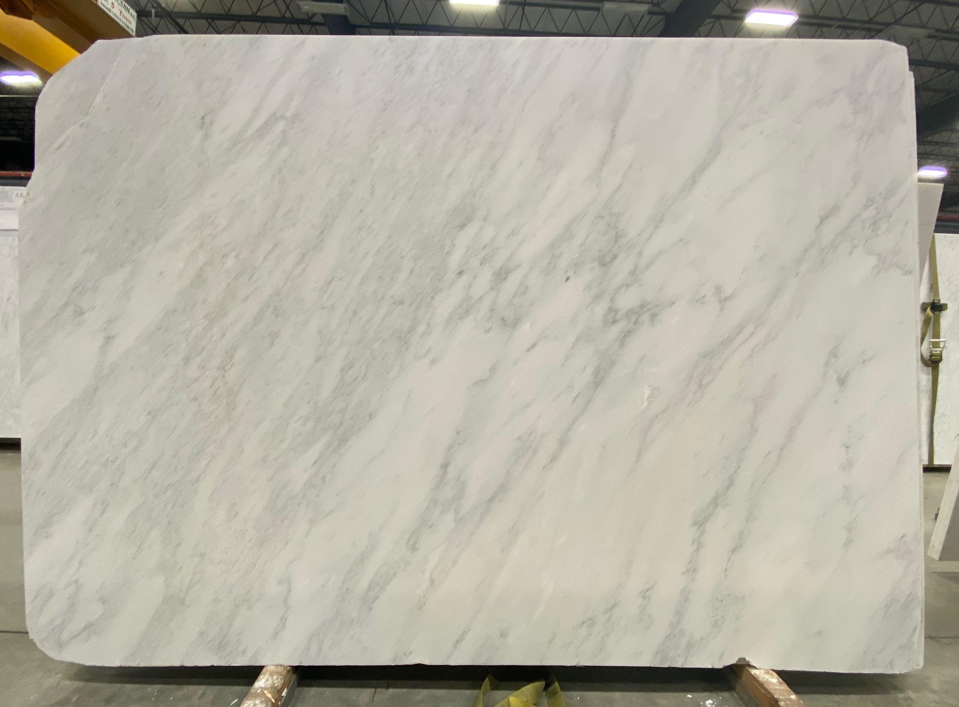 Carrara Bella (H) 3/4'' Size: 96'' x 70'' Lot: 21023